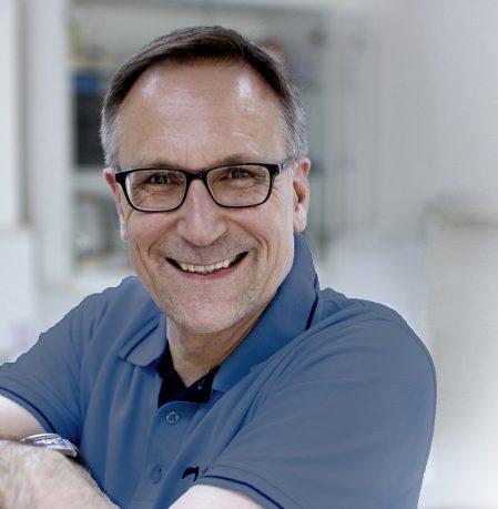 MODERNE ZAHNMEDIZIN von der Prophylaxe und Parodontitis-Behandlung bis zu hochwertigen Implantaten und Zahnersatz
